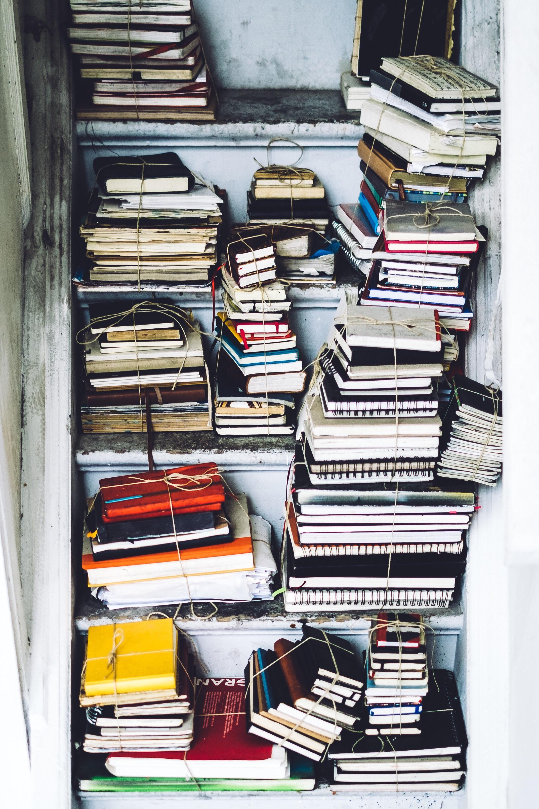 diaris i llibretes lligades